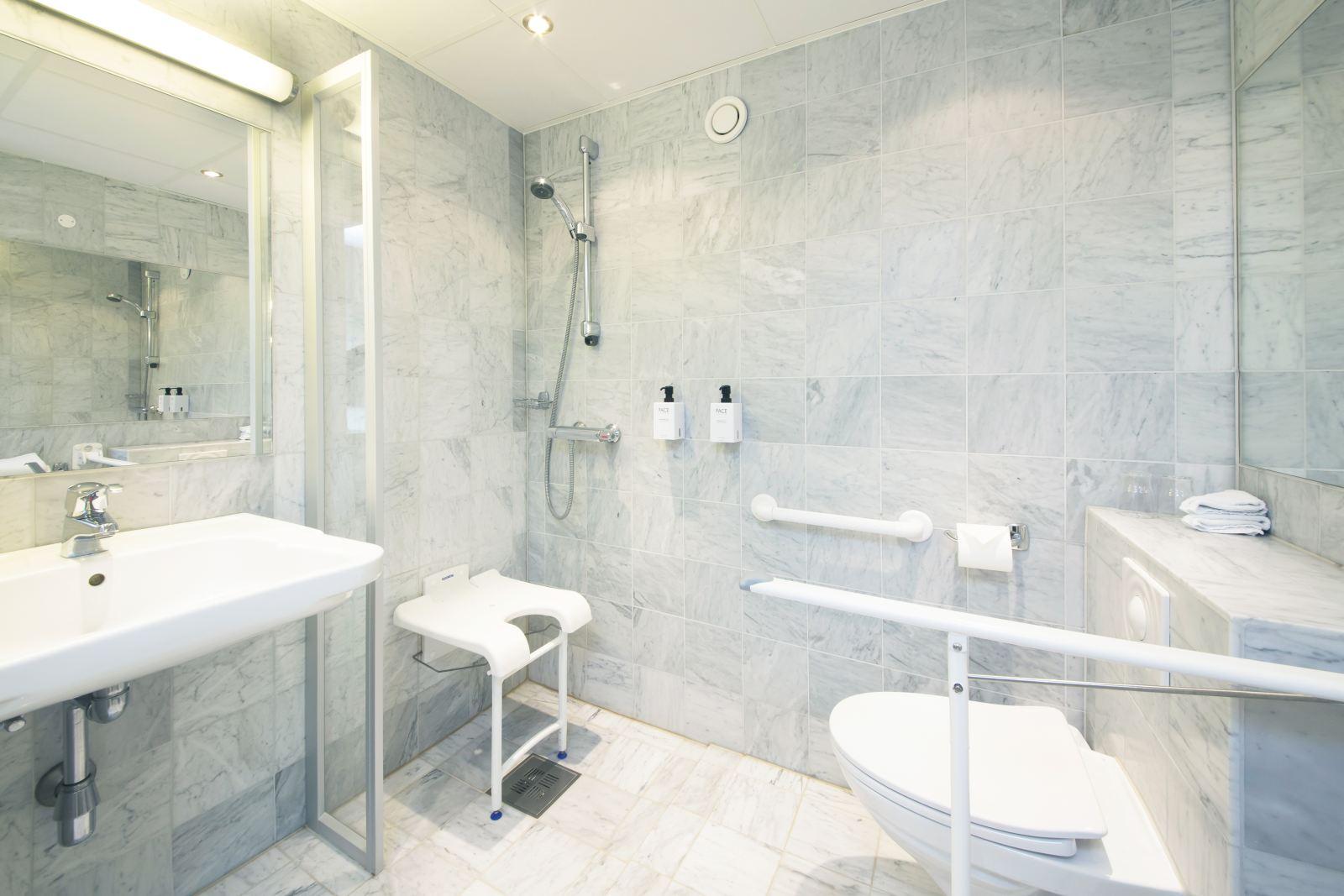 Camere Di Hotel Per Disabili In Carrozzina Buone Norme E Consigli